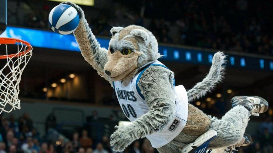 Zabavnye talismany komand NBA Minnesota Timberwolves i Crunch the Wolf