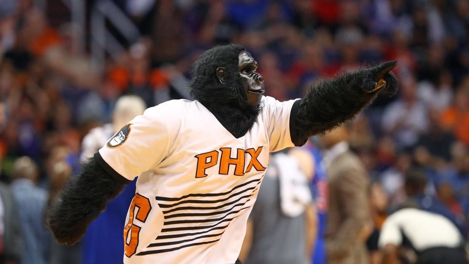 Zabavnye talismany komand NBA Phoenix Suns i The Suns Gorilla