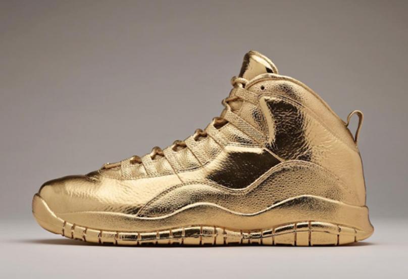 Air Jordan 10 samyh dorogih modelej 1. Solid Gold OVO x Air Jordan za 2 000 000