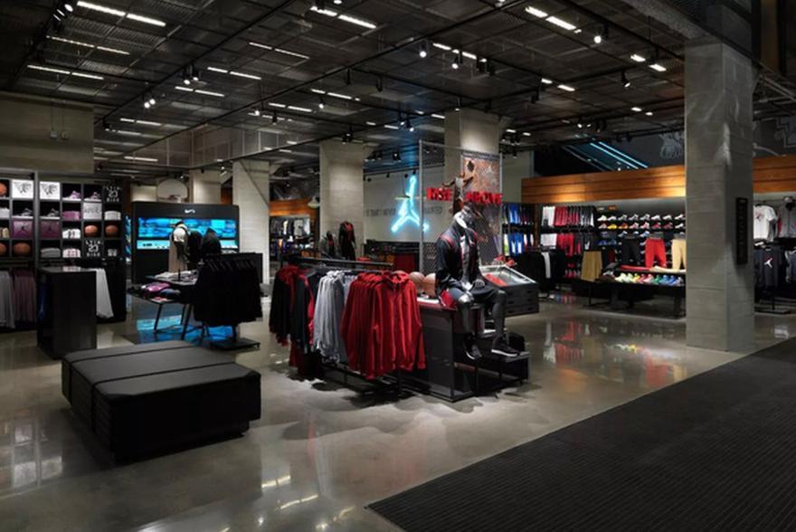 Magaziny krossovok v CHikago kotorye stoit posetit NikeTown