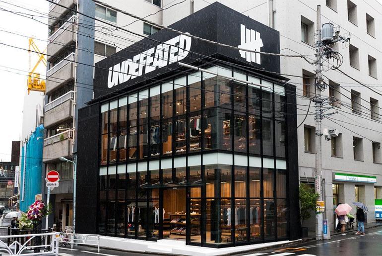 Magaziny krossovok v Tokio kotorye stoit posetit UNDEFEATED Shibuya