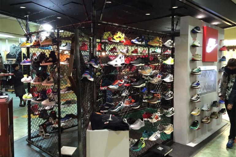 Magaziny krossovok v Tokio kotorye stoit posetit mita sneakers Ameyoko 1