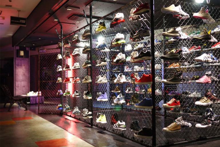 Magaziny krossovok v Tokio kotorye stoit posetit mita sneakers Ameyoko