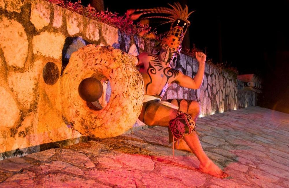 Vo chto igrali drevnie narody Latinskoj Ameriki Indejskoe shou 1