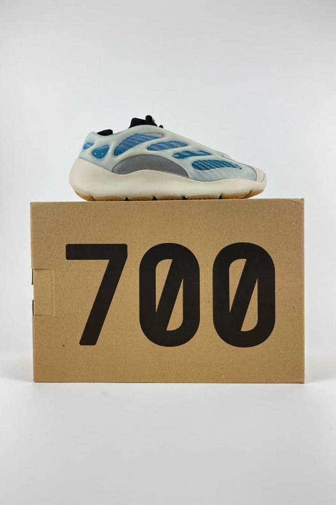 krossovki adidas yeezy boost 700 v3 kyanite golubye uniseks 30534683723228
