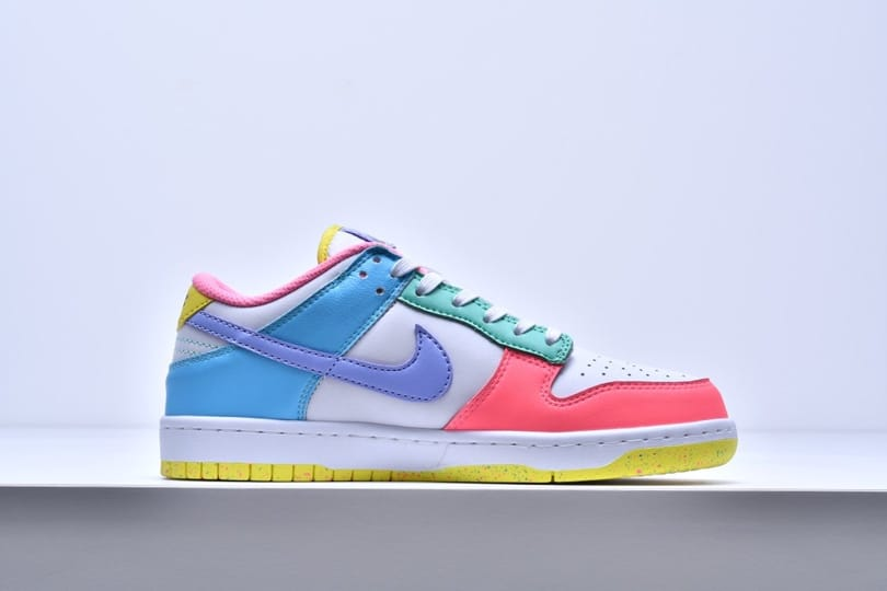 Wmns Nike Dunk Low SE Easter 3