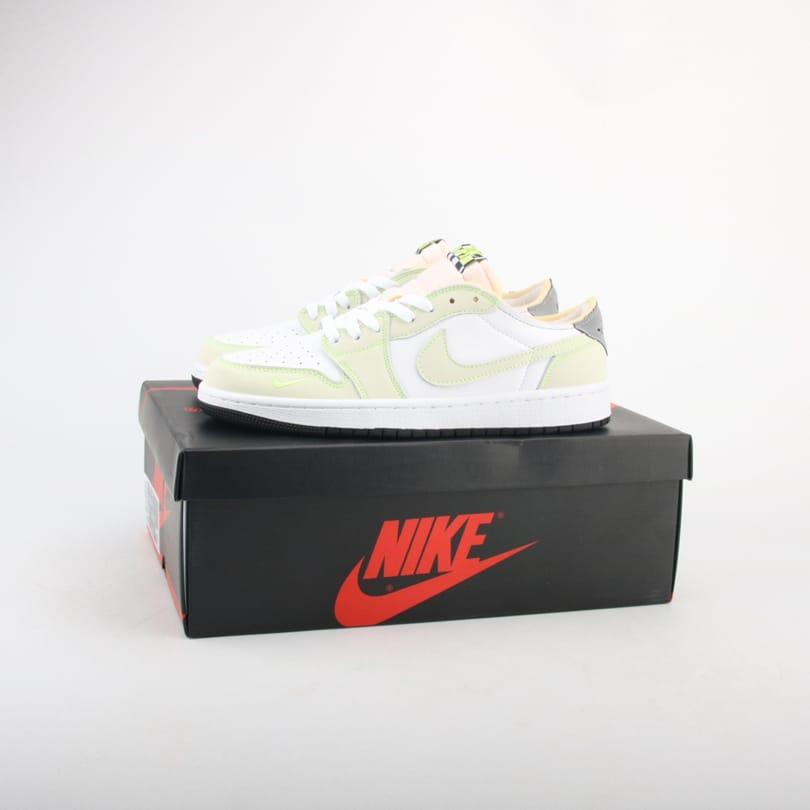 Air Jordan 1 Low OG Ghost Green 1