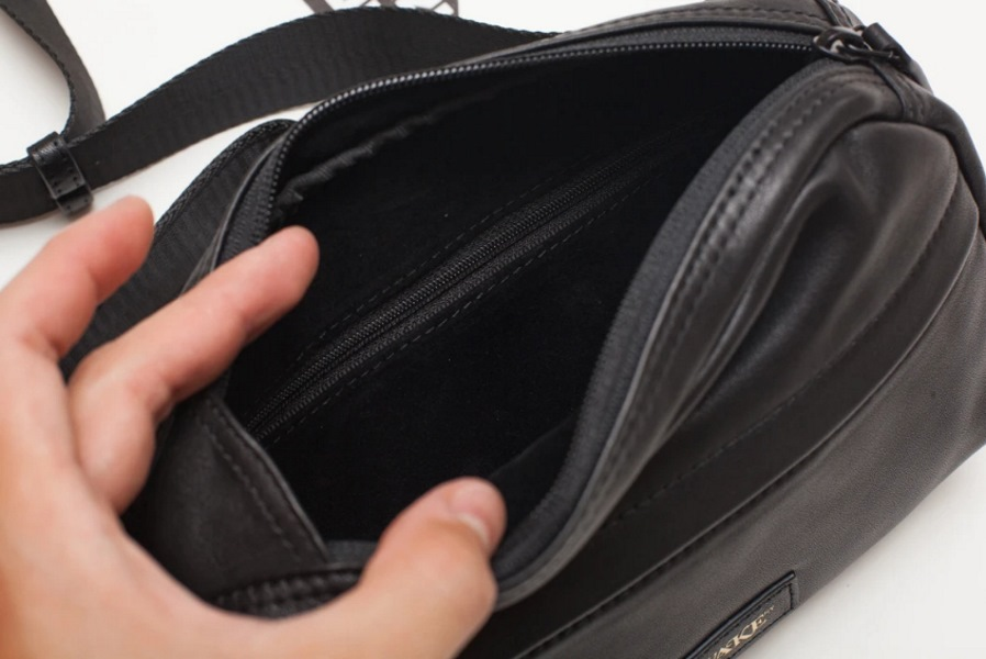 Awake Leather Sidebag Black 5